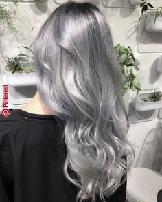 Are you looking for the most flattering silver/ grey hair color ideas and styles? Pelo Color Plata, Grey Wig, Gray Hair, Hair Colour Grey, Hair Colors, Brown Hair, Black Hair, Coiffure Hair, Silver Blonde Hair