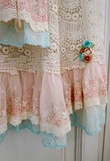 5 Efficient Tips AND Tricks: Shabby Chic Baby Shower Games shabby chic office design.Shabby Chic Home Exterior shabby chic interior furniture ideas. Cortinas Country, Cortinas Shabby Chic, Rideaux Shabby Chic, Shabby Chic Curtains, Shabby Chic Bedrooms, Shabby Chic Homes, Shabby Chic Furniture, Lace Curtains, Pattern Curtains