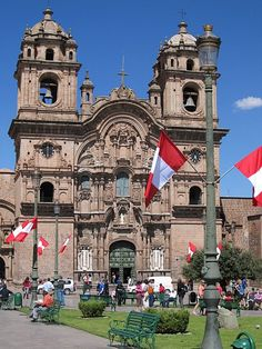 Yo fui a Cusco de Peru ver la Plaza de Armas.