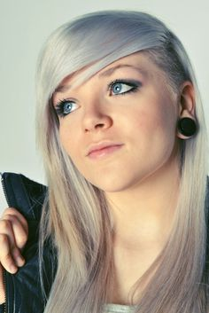 36 Sexy and Hot Half Shaved Hairstyles - Sortra Long Gray Hair, Blue Hair, Half Shaved Hair, Shaved Head, Cool Hairstyles, Shaved Hairstyles, Pixie Hairstyles, Alternative Hair, Shaved Sides