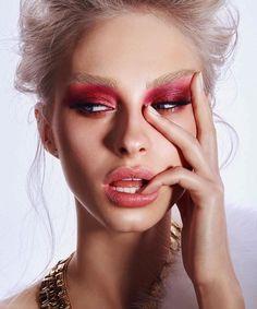 Editorial makeup look pink eye natural eyebrows pin amerishabeauty. Beauty Fotos, Beauty Make-up, Beauty Shoot, Beauty Hacks, Hair Beauty, Beauty Tips, Make Up Looks, Make Up Color, Makeup Art