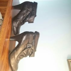 Fashion Bug dress boots size 7.5 Nice dress boots, like new only worn a few times if that. Size 7.5 medium by Fashion Bug. Price has been dropped and firm on these since they are like new. Fashion Bug Shoes Heeled Boots