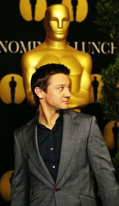 Jeremy Renner and Oscar two of my favorite things.