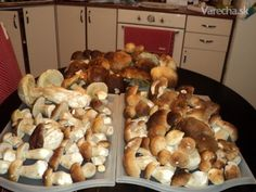 Dusenie dubákov do mrazničky (fotorecept) Ale, Stuffed Mushrooms, Meat, Chicken, Vegetables, Food, Stuff Mushrooms, Ale Beer, Essen