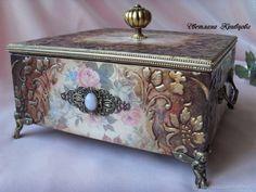Decoupage Box, Decoupage Vintage, Wallpaper Nature Flowers, Altered Cigar Boxes, Cigar Box Crafts, Creative Box, Treasure Boxes, Jewel Box, Keepsake Boxes