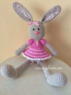 Amigurumi Conejita tejida con hilo de algodón. Easy Crochet Patterns, Tweety, Plush, Dolls, Christmas Ornaments, Knitting, Holiday Decor, Gifts, Art