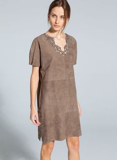 Queen Letizia reflected the casual nature of the occasion by opting for a bohemian-inspired outfit.  She wore a stone coloured tunic dress made from suede panels and finished with a crochet jeweled v-neckline. It is from the Uterque Summer 2014 collection and originally retailed for €225 (sold out).  Letizia carried her metallic snake embossed flap clutch bag.