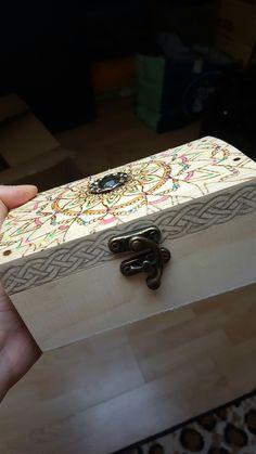 Decorando caja con pirograbador