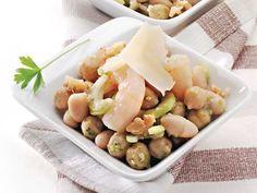 Riassaporiamo un pò l'estate con l' insalatina di cannellini, ceci e gamberetti.Un antipasto delicato con il gusto dei legumi e la delicatezza dei gamberetti.