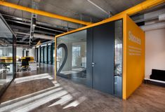Office Tour: Netlog Logistics Offices – Istanbul – 2020 World Travel Populler Travel Country Corporate Office Design, Office Space Design, Modern Office Design, Corporate Interiors, Workspace Design, Office Workspace, Office Interior Design, Office Interiors, Design Offices