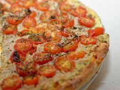 Ma Cuisine et Vous | Tarte au thon et tomates cerises |   Préparation: 1 5 minutes     Cuisson:   2 5  minutes      Ingrédients  (pour 4 personnes):    1  pâte feuilletée    1  boîte de thon   ...