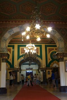 Royal interior: The interior of the Maimoon palace in Medan, Indonesia, is decorated with Malay and Islamic elements. (Photo by Edna Tarigan)