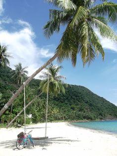 Cu bicla, la leaganul de pe plaja... Insula Koh Chang, Thailanda
