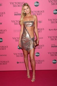 Toni Garrn Photos - Toni Garrn attends the 2018 Victoria's Secret Fashion Show After Party on November 2018 in New York City. - 2018 Victoria's Secret Fashion Show in New York - After Party Arrivals Moda Victoria Secret, Victoria Secret Fashion Show, Victoria Models, Victorias Secret Models, Toni Garrn, Sexy Outfits, Fashion Outfits, Sexy Dresses, Victoria's Secret