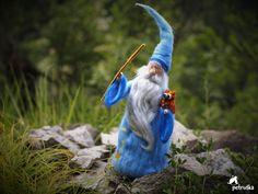 Sie wissen wahrscheinlich alle diese legendäre Figur, bekannt als der Assistent... MERLIN. Diese Skulptur wurde inspiriert von der Merlin in Walt Disney s Film The Sword in the Stone... Seine ca. 25-28 cm groß, aber ich kann machen es so groß wie Sie wollen. Vielen Dank für Ihren Besuch in meinem Shop, Sie können gerne meine anderen Produkte zu sehen, Petra Vengar
