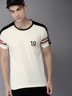Men's T-shirts - Buy T-shirts for men online in India. Choose from a wide range of polo, round, V neck & more Men's T-shirts in various designs at Myntra. Gents T Shirts, Mens Polo T Shirts, Boys Shirts, Tee Shirts, Jeans And Sneakers, Men Online, Men Looks, Superdry, Men Casual
