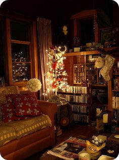 Super cozy living room decorated for Christmas! I love all the wood. Bg Design, House Design, Interior Design, Living Spaces, Living Room, Cozy Living, Home Libraries, Cozy Room, Aesthetic Rooms