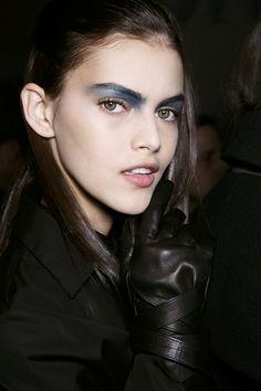 Dramatic blue eyeshadow // rosy lips