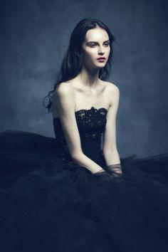 Nati on Behance Glamour Photography, Fine Art Photography, Portrait Photography, Fashion Photography, Jolie Photo, Portrait Inspiration, Dark Beauty, Studio Portraits, Photoshoot