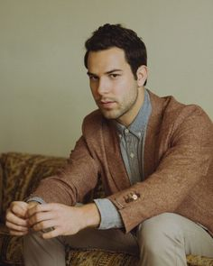 Skylar Astin (I love that outfit!)