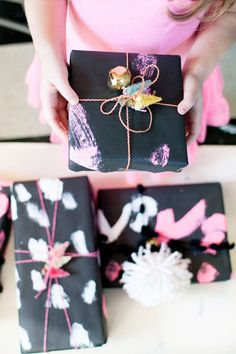 DIY painted Christmas wrapping paper, do this with your kiddos!