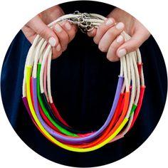 collares de cuerdas y tejido de punto