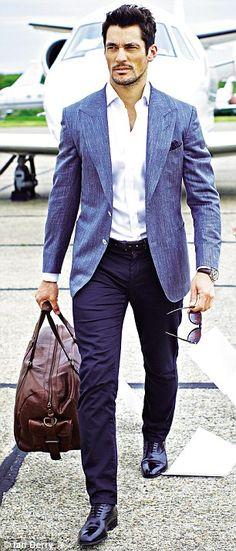 Gosto da mistura calça social, sapato e blazer em tom diferente, mas prefiro blazers mais ajustados
