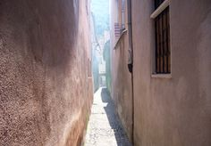 Rope Street in Brasov, (near Ekaterina Gate) - One of the narrowest streets in Europe, apprx m wide Brasov Romania, Gate, Europe, Street, Travel, Viajes, Portal, Destinations, Traveling
