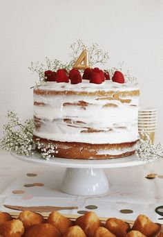 Ma recette du naked cake aux framboises For Julia's birthday, I wanted a pretty, simple, rustic and Naked Wedding Cake, Wedding Cake Prices, Fall Wedding Cakes, Wedding Cake Rustic, Unique Wedding Cakes, Wedding Cake Designs, Wedding Simple, My Recipes, Cake Recipes