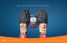 Campaña publicitaria con manos pintadas de AT 20