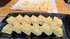 तिल पट्टी न समझना ये है ग्वालियर-मुरैना की स्पेशल गजक | तिल गुड़ की शाही गजक | Shahi Til Gajak - YouTube Healthy Dessert Recipes, New Recipes, Vegan Recipes, Dinner Recipes, Desserts, Indian Sweets, Best Food Ever, Recipe Steps, Sweet And Spicy