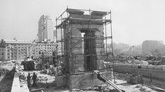 INSTALACION DEL TEMPLO DE DEBOD, REGALO DE EGIPTO - 1970 Foto Madrid, Cities, Brooklyn Bridge, Times Square, Barcelona, Louvre, Villa, Building, Places