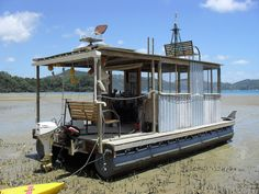 This is a DIY Pontoon kit that you can use to build a floating pontoon tiny house or floating fishing shack. Its called Pontoonz and its an easy way to build and design your own ponto Pontoon Houseboat, Houseboat Living, Pontoon Boats, Houseboat Ideas, Floating Pontoon, Floating Dock, Tiny Boat, Shanty Boat, Fishing Shack