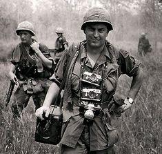 O fotógrafo Horst Faas durante a cobertura da Guerra do Vietnã, 1967. Morreu nessa quinta-feira, dia 10 de maio de 2012,aos 79 anos...