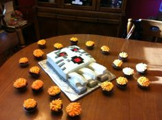 minecraft ghast cake | yellowcardigan : Minecraft ghast cake with fireball cupcakes. Dexter's ...
