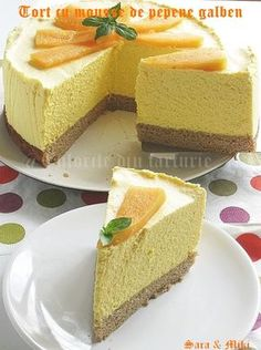 Melon mousse cake ~ colors of plate My Recipes, Cake Recipes, Dessert Recipes, Dessert Drinks, Dessert Bars, No Cook Desserts, Delicious Desserts, Pie Co, Romanian Desserts
