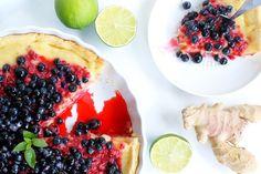Tarta imbirowa z kremem limonkowym i owocami