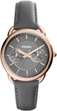 Fossil Ladies Tailor Rose Gold Black Strap Watch ES3913:  A wonderfully feminine accentuated timepiece, with a classic design and rose gold accenting. Matching grey face and leather strap and splash proof.