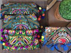 Hoje, a partir das 14h, tem lançamento das bolsas handmade tailandesas na @vanguardastore! WhatsApp 85997046023 - Maravilhosas! ❤️ #vanguardastore #andreafialho #pecasexclusivas