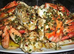 Shell Lickin' Spicy Garlic Crabs Seafood Appetizers Seafood Appetizers Appetizers Appetizers for a crowd Appetizers parties Crab Dishes, Seafood Dishes, Cajun Seafood Boil, Crab Boil, I Love Food, Good Food, Crab Legs Recipe, Seafood Appetizers, Appetizer Recipes