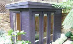 La compañía británica Garden Affairs tiene una interesante línea de producción de casetas prefabricadas, llamada Mini Offices, hecha de madera sostenible.