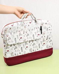 Laptop Bag For Women, Laptop Bags, Sewing Makeup Bag, Capas Kindle, Diy Bag Designs, Diy Bags Patterns, Diy Bags Purses, Diy Handbag, Fabric Bags