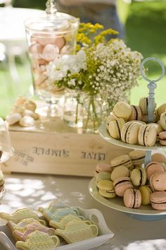 Rustic Country Wedding. Wedding sweet table / dessert table.   Photo by Dan Miller