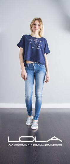 Las camisetas con estilo en tu tienda de la ropa buena.  Pincha este enlace para comprar tu camiseta en nuestra tienda on  line:  http://lolamodaycalzado.es/primavera-verano/588-camiseta-brooklyn-azul-marino-sophyline.html