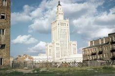 Pałac 3 lata po otwarciu - 1958 r. Nie był wtedy szaro-bury, ale biały (w rzeczywistości koloru lekkiego ecru).
