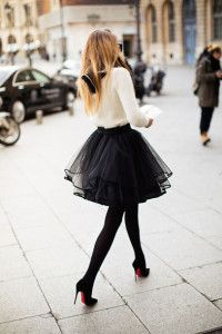 Street Fashion 2015 Ideas - Black Tulle Skirt - bijoux and White Top. -what to wear if you have hips- Look Fashion, Street Fashion, Fashion Beauty, Winter Fashion, Womens Fashion, Paris Fashion, Skirt Fashion, High Fashion, Fashion 2015