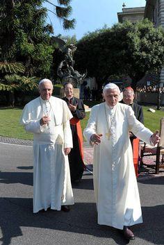 Papa Frank and Papa Benny ☺ ❤❤❤❤ Catholic Memes, Catholic Art, Roman Catholic, Jean Paul Ii, Pope John Paul Ii, Papa Francisco, Georg Ratzinger, Jean Xxiii, Religion