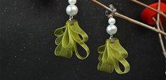 Beebeecraft ideas on making ribbon pearl earrings Make Your Own Jewelry, Jewelry Making, Diy Earrings, Pearl Earrings, Ribbon, Pearls, How To Make, Handmade, Beautiful