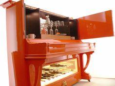 Orange Piano | Aus einem alten Klavier wird eine Pianobar