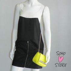Saia de leather denim preta daEllus 2nd Floor+ regata de seda Pop Up Store P + a bolsa perfeitaEllus DLX